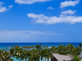 Ocean view/beach front upgraded condo at Ilikai