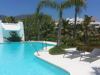 Trendy apartment with garden and great comm areas, Estepona