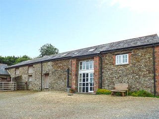 WEST BOWDEN FARM, barn conversion on a sheep farm, all bedrooms with TVs and en-suites, South Molton, Ref 924911