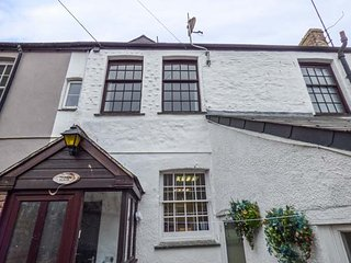 TOSHIERS PLAICE, Grade II listed, private courtyard, pet-friendly, WiFi, in Mevagissey, Ref 935688