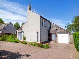 CHALDON, family friendly, WiFi, enclosed garden, ideal touring base, in Eyemouth, Ref 939547