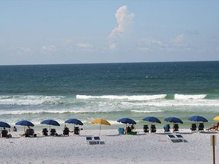 PI 208: RIGHT ON THE BEACH! 1BR/2BA sleeps 6 and offers GREAT amenities!, Fort Walton Beach