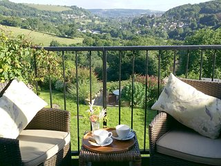 STUNNING VIEWS from Hillcrest cottage, Minchinhampton