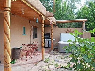 Taos Town, NM Historic District - Walk to Plaza-1/2 mile