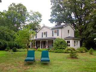 The Warren Country Home - 1 Mile from King Family Vineyards in Lovely Crozet, Charlottesville