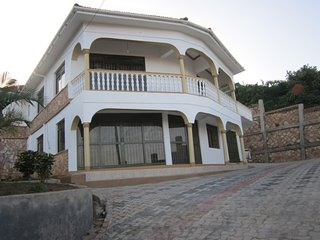 UNFURNISHED HOME TO LET . MEDIUM-LONG TERM GUESTS, Kampala