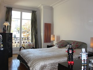 sacré coeur montmartre/beautiful Parisian Apartmen