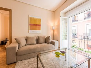 Caixa Forum Prado apartment in Huertas with WiFi, integrated air conditioning, b