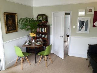 Spacious Westbourne Aldridge Residence apartment in Kensington & Chelsea with Wi