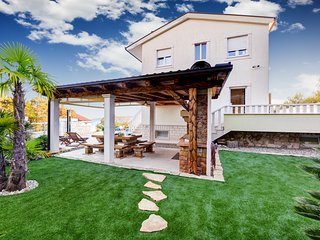 PARADISO - VILLA FOR YOUR FULL ENJOYMENT