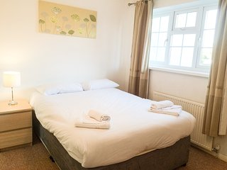 Central 2 bed cute quiet house with free parking
