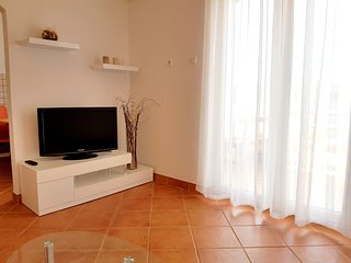 Spacious new apartment near the beach,amazing view, Novalja