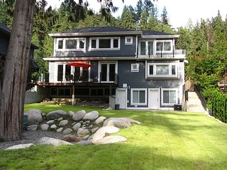 Riverfront Bed and Breakfast - Deep Cove Room, North Vancouver