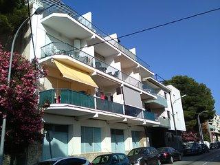 Práctico apartamento a pie de playa del Port, Llanca