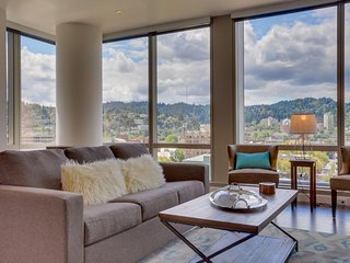 Downtown Portland condo welcomes dogs with beautiful city views!