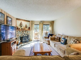 Alpine escape, w/shared pool and hot tub, close to lifts and attractions!