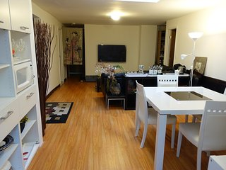 10 Beds, Large apartment, fits 16 people, Nueva York