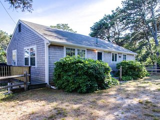 Dreamy cottage near the beach w/ nice patio, grill, & outdoor shower!