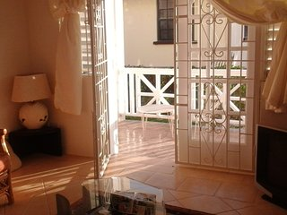 Sea Coast GF 2 bed villa 50 metres from the beach