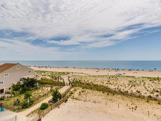 Colorful and inviting oceanfront condo w/ well-appointed balcony, beach access, Ocean City