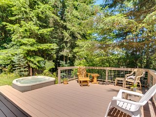Dog-friendly, w/ a private deck with hot-tub among towering Cedars!