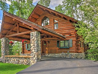 New Listing! Ski-In/Ski-Out 4BR Telluride Log Home w/Wifi, Fireplace, 2 Large