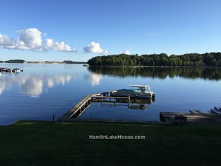 Family Fun on Hamlin Lakefront!  Sleeps 12, Ludington