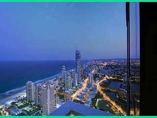 3bed lvl 61 Luxury Skyhome Circle, Surfers Paradise