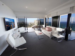 3bed lvl 48 Luxury Skyhome Circle, Surfers Paradise