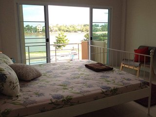 Ada's Place Homestay w. Lake View,Quiet,Fresh Air, Ubon Ratchathani
