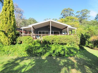 Rathkell's Pavillion - Family retreat with views!