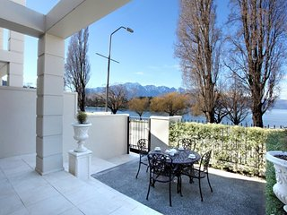 Luxury on the Esplanade, Queenstown