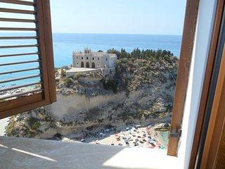 la vista mozzafiato sull'Isola Bella dal soggiorno e dalla camera da letto