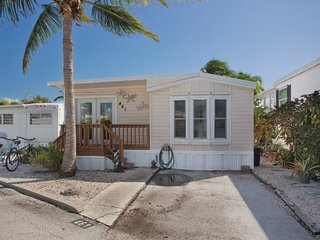 Designer Decorated in Tropical Elegance, Cudjoe Key
