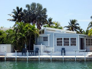 Designer Decorated, Canal, 35`Seawall, WIFI, Cudjoe Key