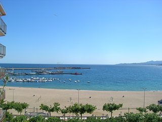 Ref. 2278 - NICE APARTMENT WITH 10M2 TERRACE AND WONDERFUL FRONTAL VIEW OVER THE SEA. -, Palamos