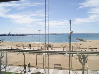 Ref. 2374 - MODERN APARTMENT LOCATED AT SEAFRONT WITH NICE VIEW OVER THE BAY. -, Palamos