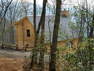 Sundance at Deep Creek - Lovely Cabin with Hot Tub and Internet - Secluded by Tr