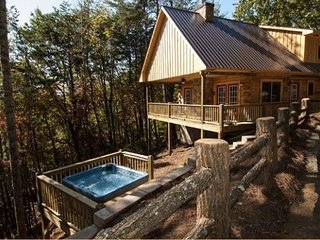 Moonstruck at Deep Creek - Log Cabin Minutes from Waterfall Hikes and Tubing in the Great Smoky Mountains National Park, Bryson City