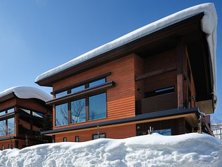 Tsubaki, 4BR Luxury Modern Chalet in Central Hirafu, Kids Room, Family, Kutchan-cho