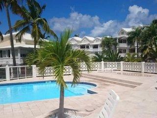 Duplex creole Nettle Bay, vue et piscine
