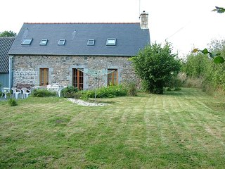 Old Farmhouse in Brittany Countryside, sleeps 8, 25 minutes to the beach