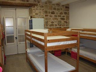 Cama en dormitorio compartido de 10 plazas, Valderrobres