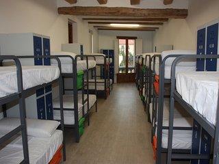 Cama en dormitorio compartido de 16 plazas, Valderrobres