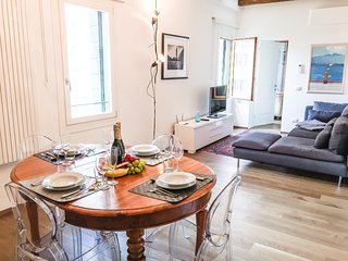 Ca' Farnese . Beautiful big apt in traditional area