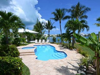 Boaters Dream Home - with private pool and dock, Treasure Cay