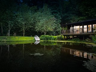 The Lakehouse at the Devon Sculpture Park