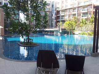 2 BR BEACH APPARTMENT SEACRAZE, Hua Hin