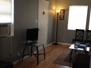 Furnished 1-Bedroom Apartment at Chandler Blvd & N Frederic St Burbank, Champaign