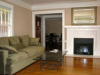 COMFORTABLE HOUSE WITH 2 BED, 1.5 BATH IN SUNSET DISTRICT, San Francisco